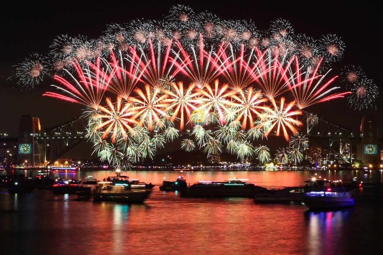 2013 NYE Sydney bridge fireworks