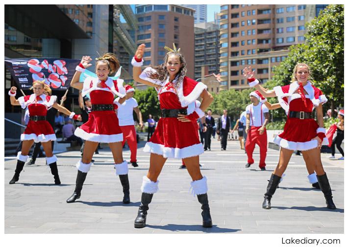 Sydney Santa Flash Mob