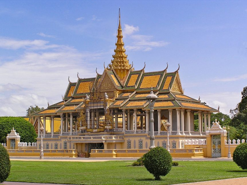 royal-palace-Phnom Penh